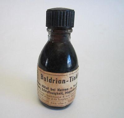 Baldrian-Tinktur-Lichtenheldt-Fabrik-Wahlstedt-alte-Flasche[1].jpg